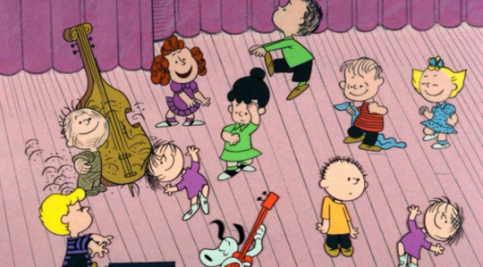 4262341 - Peanuts Christmas Dance